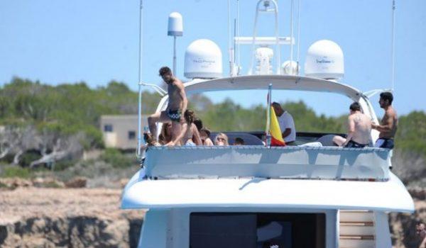 (СНИМКИ) Ултра тузарите Меси, Суарес и Фабрегас в рая на яхта-мечта