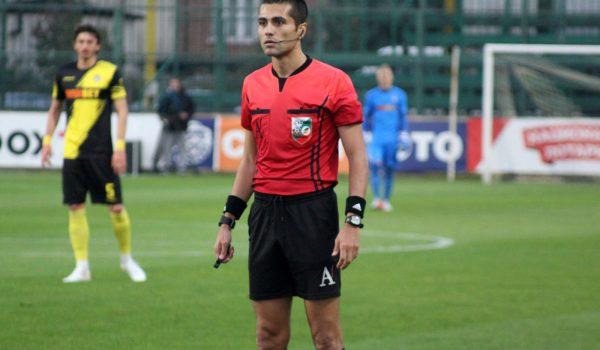 Съдия със зализан перчем ще надува свирката на Ботев-ЦСКА-София
